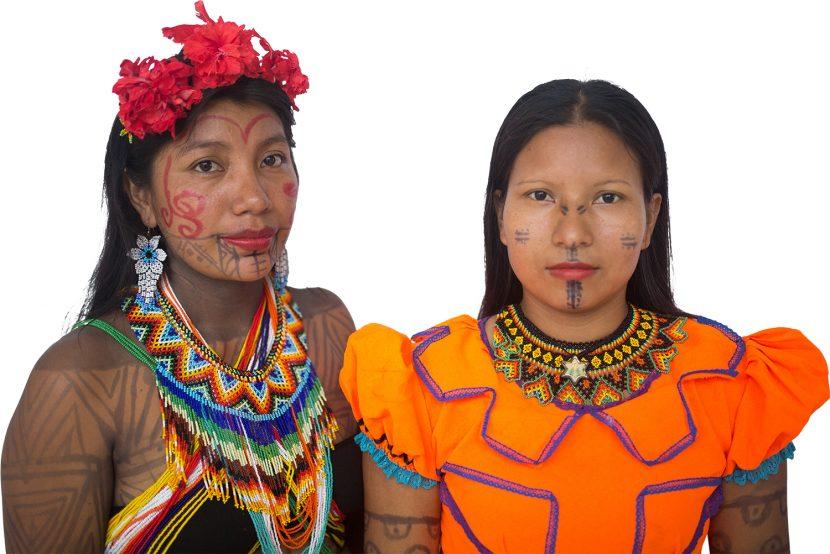 Mujeres de las étnias Emberá Chamí y Dobida